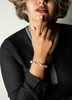 تصویر دستبند طلا طرح ون کلیف همراه با مهره صدف | دارای 0.700 گرم طلای 18 عیار